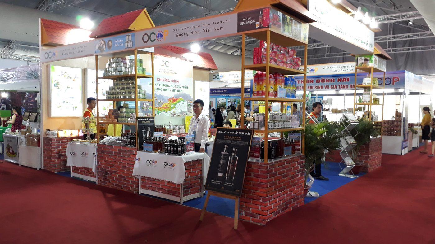 Gian hàng Rượu mơ Yên Tử và Rượu ba kích Yên Tử tại Hội chợ OCOP quốc tế 2019-tỉnh Quảng Ninh