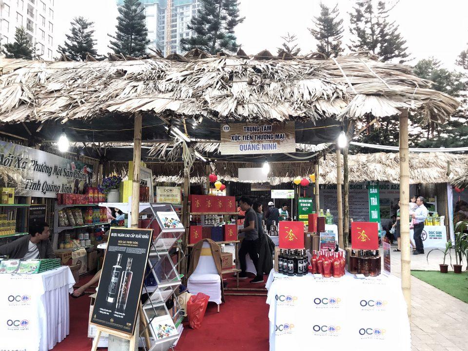 Rượu mơ tại gian hàng trung tâm xúc tiến thương mại tỉnh Quảng Ninh