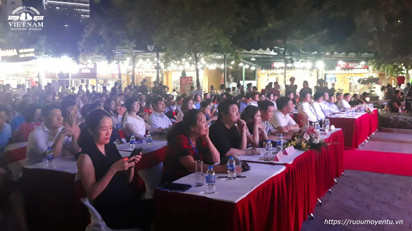 Các đại biểu tham dự Sự kiện tại Liên hoan ẩm thực Quảng Ninh 2020