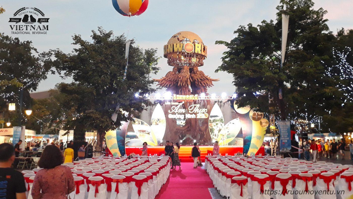 Sân khấu khai mạc Liên hoan ẩm thực Quảng Ninh 2020