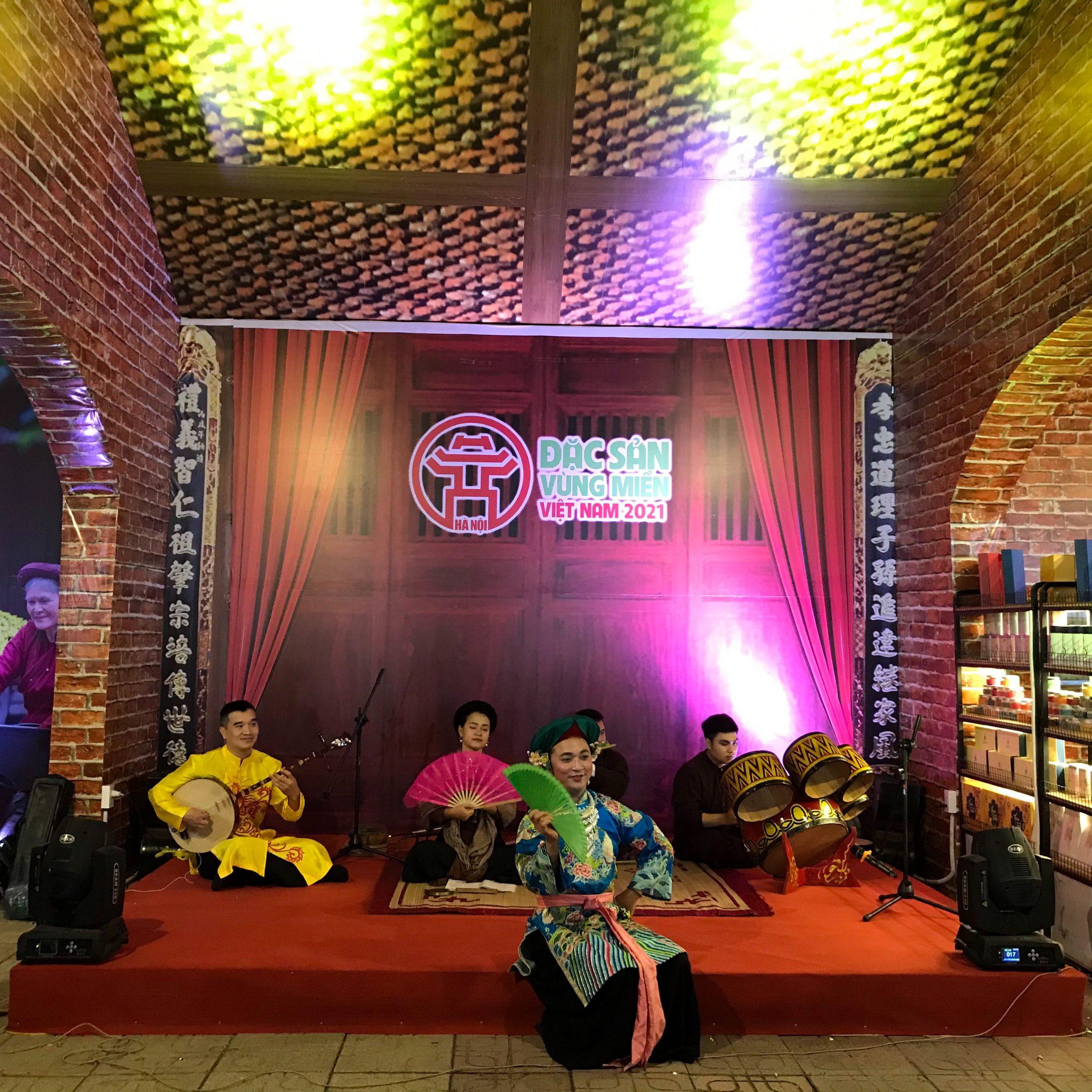 Rượu mơ Yên Tử tham gia hội chợ đặc sản vùng miền happy Tết 2021