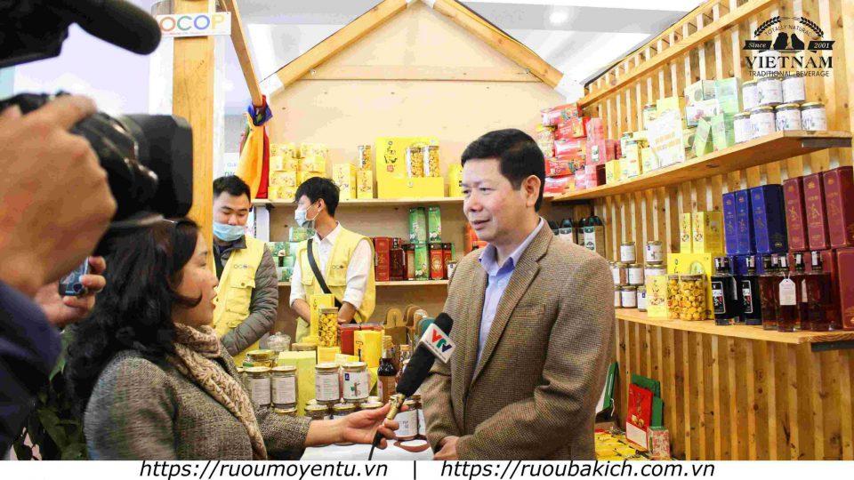 Ông Vũ Thành Long - Trưởng ban xây dựng nông thôn mới tỉnh Quảng Ninh trả lời phỏng vấn đài Truyền hình Quốc gia VTV